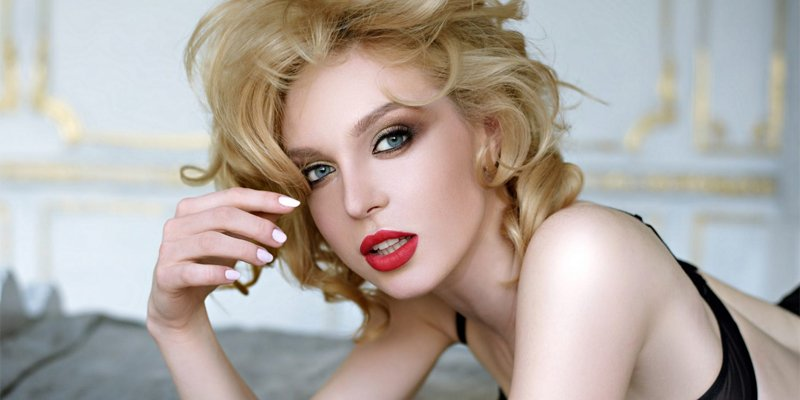 HOW TO MAKE HER FEEL SEXY?
